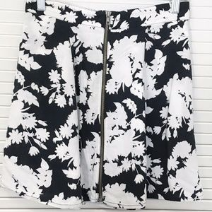 URBAN OUTFITTERS | Mini Skirt Front Zip Floral M